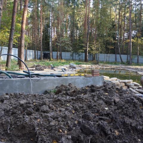 Этапы строительства пруда. Бетонирование помещения для системы фильтрации.