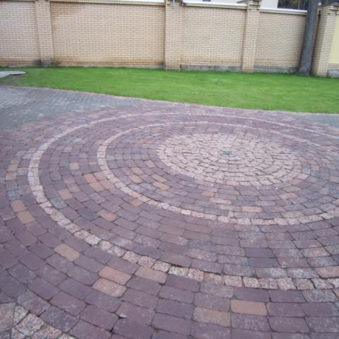 Круговая площадка из клинкерной брусчатки