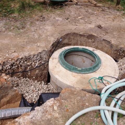 Этапы строительства пруда. Строительство дренажной системы с дренажным колодцем.