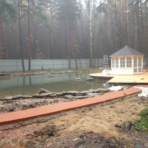 Строительство садовых дорожек прогулочной зоны из клинкера.