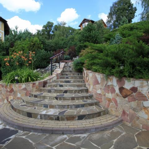 Ландшафтный дизайн, полукруглая лестница