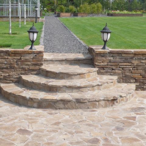 Лестница полукруглая из натурального камня