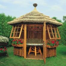 Мебель в садовой беседке