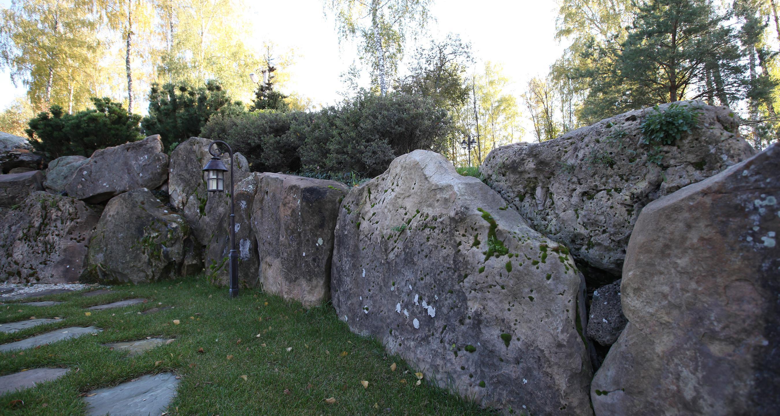 Устройство<br>подпорных стен<br>и садовых лестниц