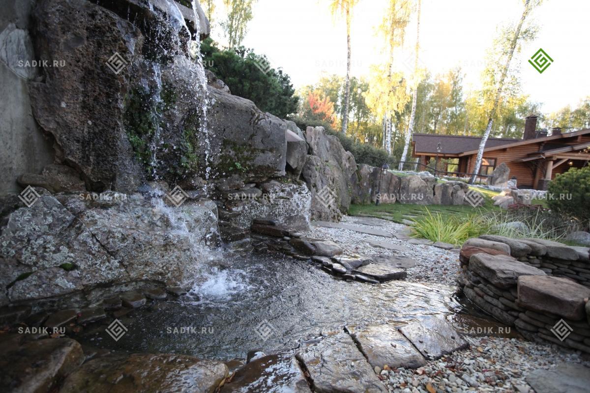 Садовый водоем с водопадом