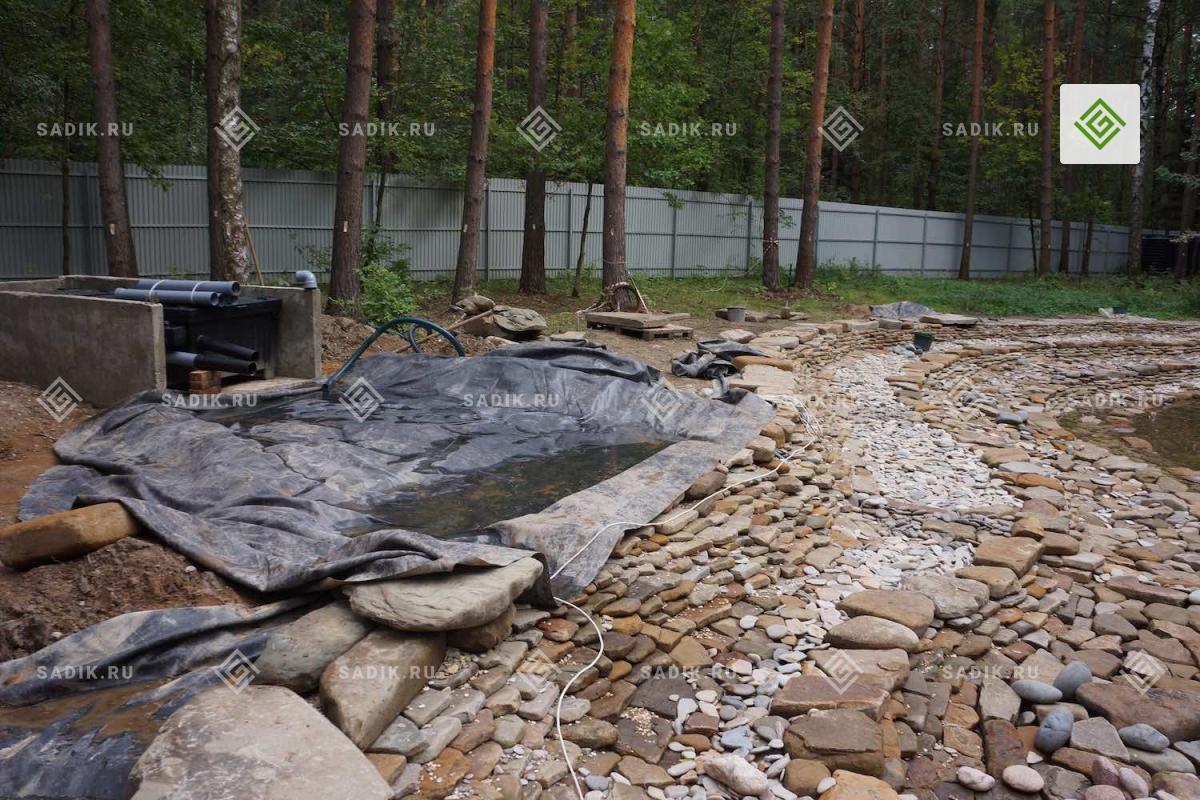 Строительство бункера для системы фильтрации пруда фирмы OASE