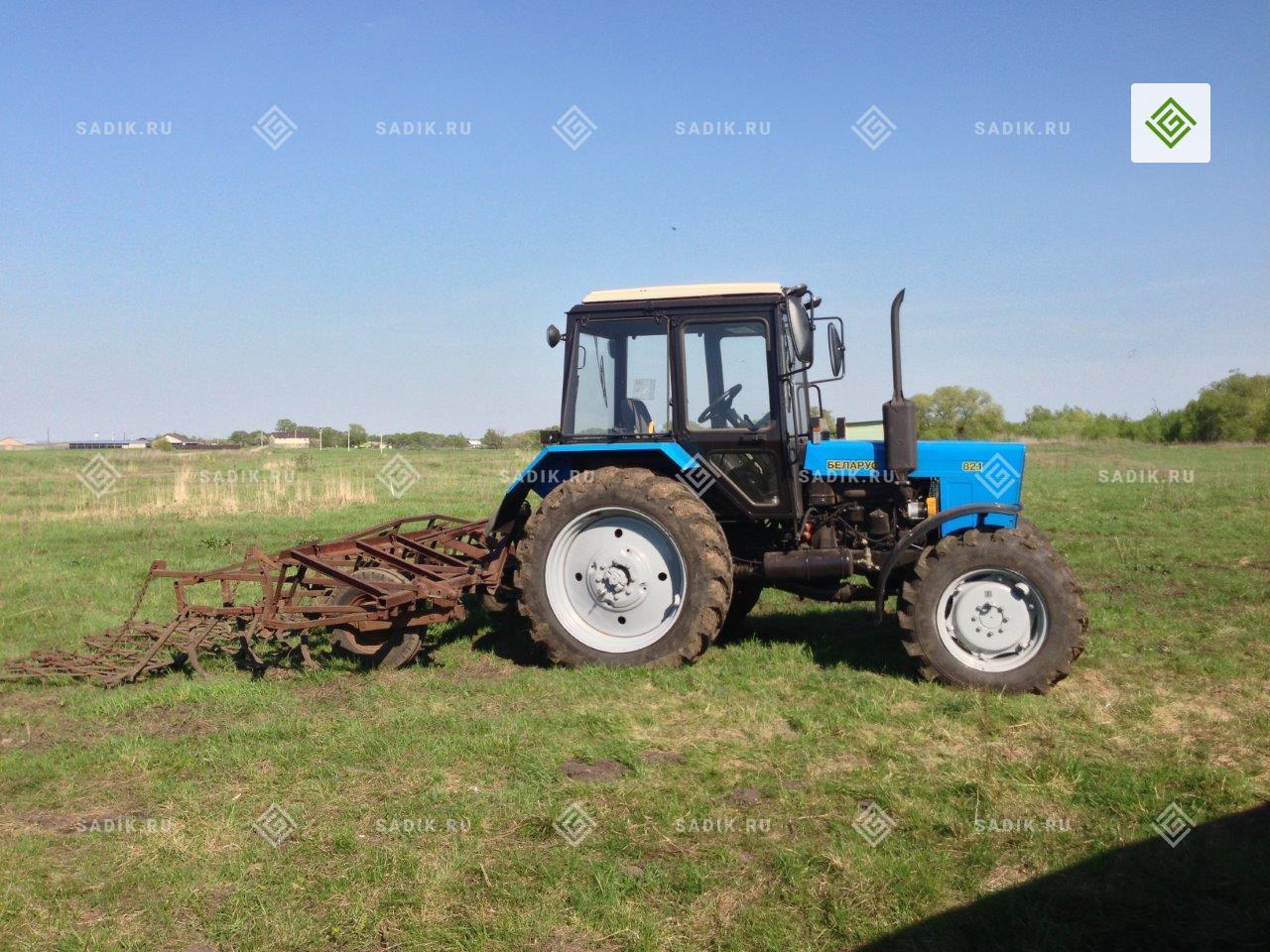 Работа трактора в Питомнике «Садовый лабиринт»