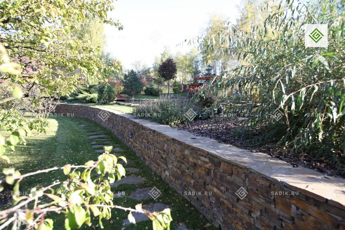 Подпорная стенка используется когда на участке имеется перепад высот