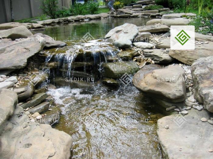 Каскадный пруд с водопадом в ландшафтном дизайне