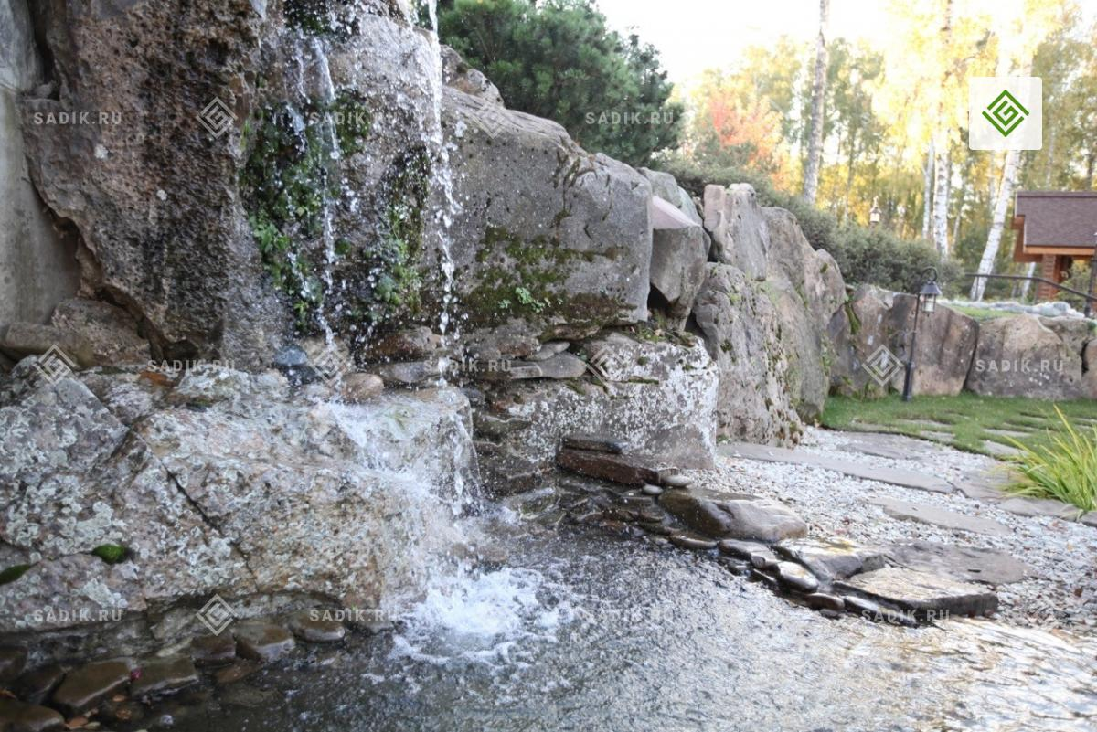 Ландшафтный садовый водопад