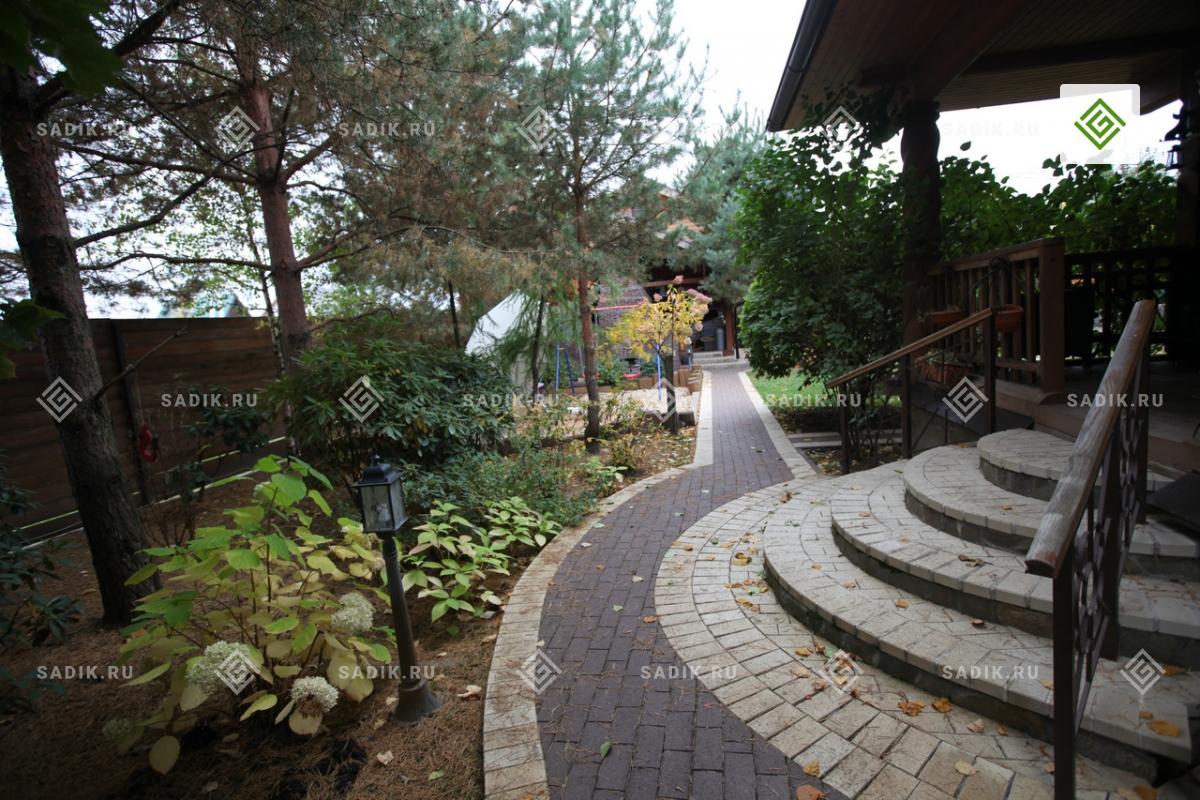 Садовые ступени с комбинированием камня и мощения