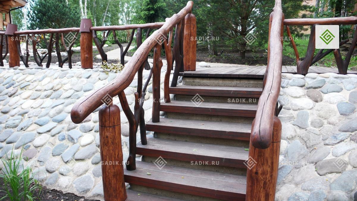 Садовые ступени, выполненные из дерева